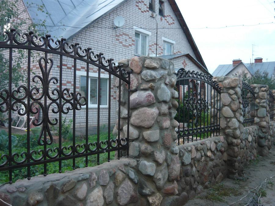 Какой забор наилучше подходит для частного участка?