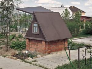 Домик для колодца своими руками — разбор 3-х проектов постройки