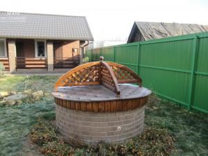 Оформление колодца на даче: шесть необычных дизайнерских идей