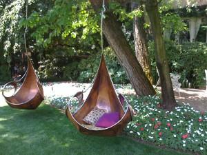 Садовые качели своими руками: дизайнерские идеи и их воплощение