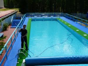 Уход за бассейном: обзор средств для чистки бассейна и очистки воды в нем