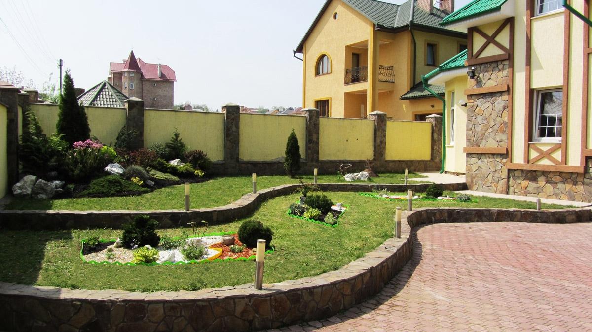 Интерьер двора частного дома фото