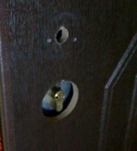 установка замка и ручки в дверь самостоятельно