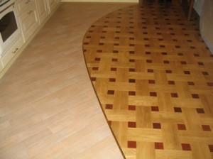 комбинированное покрытие пола кухни
