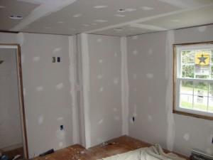 выравниваем стены гипсокартоном без металлического каркаса