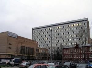 К нежилым зданиям Москвы пристроят парковки