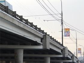 На пересечении МКАД с Можайским шоссе строятся опоры эстакад развязки
