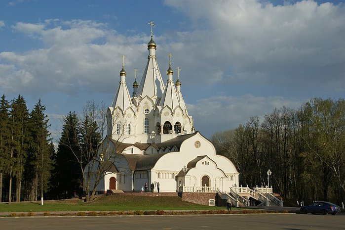 Огромное количество построек храмов ведется на юго-западе Москвы по «Программе-200» , как сообщил Владимир Ресин