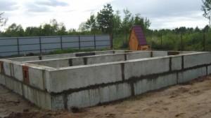 Ленточный фундамент из блоков фбс фото