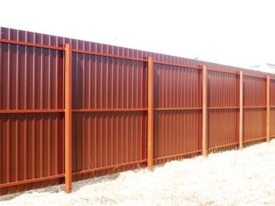 Самостоятельно изготавливаем забор из профнастила