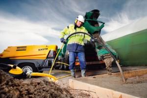 Инструменты строительства – глубинные уплотнители бетона.
