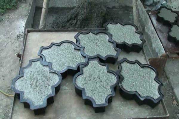 Как приготовить раствор для самостоятельного изготовления тротуарной плитки?