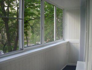 pljusy-osteklenija-balkonov-plastikovymi-oknami_2