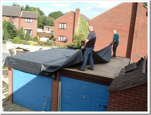 Укладка рубероида на крышу гаража