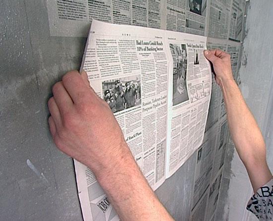 nakleivanie-gazety-na-stenu-1