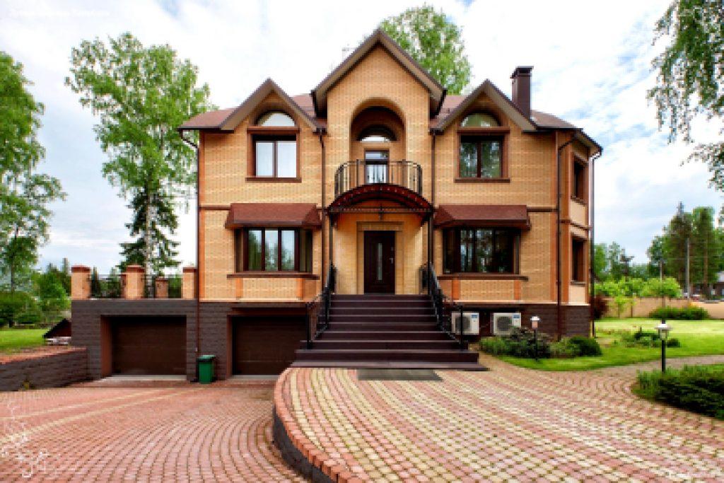 дизайн кирпичного дома из желтого кирпича.