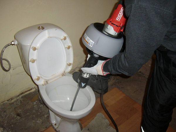 Устранение засора канализации своими руками