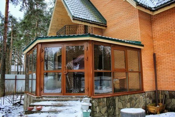 osteklenie-verand-osobennosti-i-vidy_1
