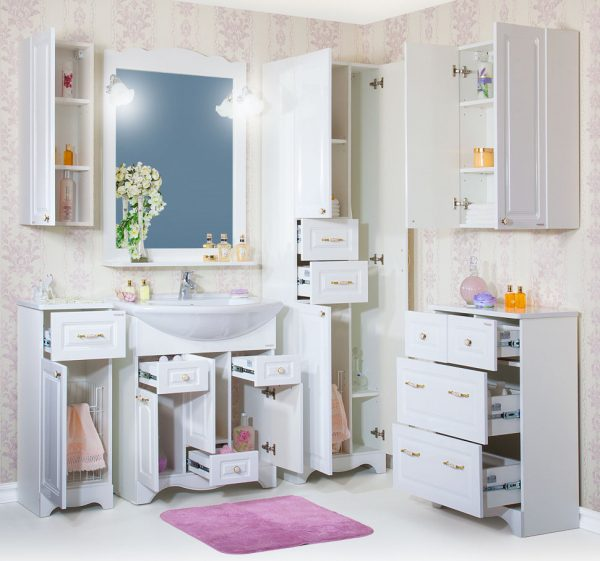 Ванная комната с удобными шкафчиками